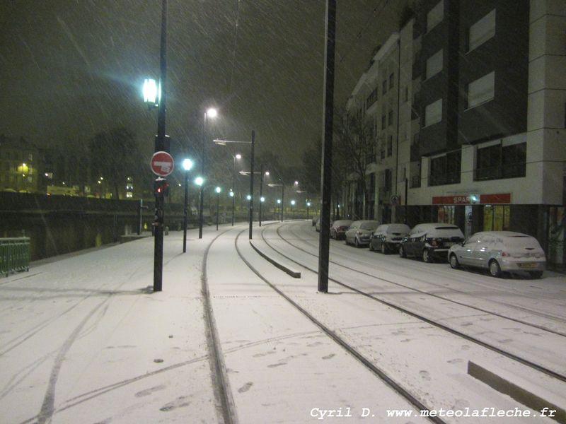 Tram ligne 2 1 cm de neige 18 Janvier 2013