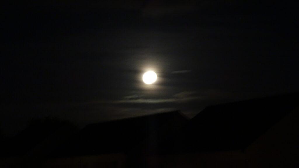 Pleine lune 26 Mai 2021 nuages d'altitude